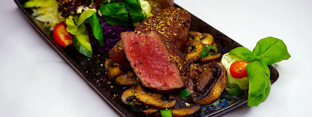 zartes Steak mit Pilzen