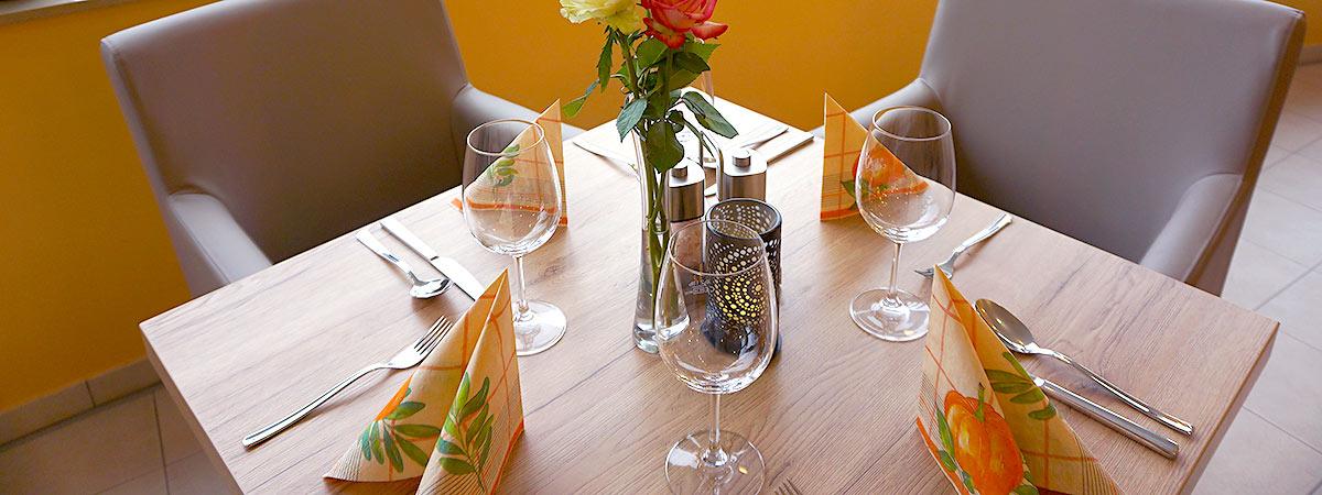 angedeckter Tisch mit Ausblick
